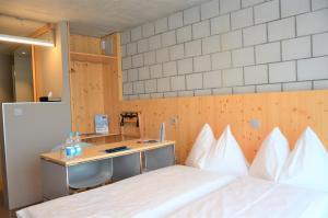Ein Bett oder Betten in einem Zimmer der Unterkunft ABZ Spiez Hotel Seaside