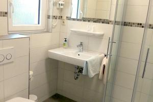 Ein Badezimmer in der Unterkunft Hotel & Restaurant Munzert
