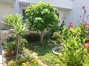 A garden outside B&B Rocamatura - Adults only
