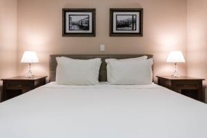 A bed or beds in a room at Sofistic Hotel
