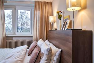 A bed or beds in a room at LiV'iN Residence Frankfurt - Seilerstraße