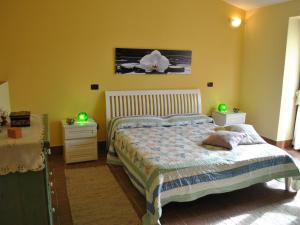 A bed or beds in a room at Locazione Turistica The grapes and the stars
