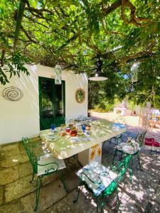 A restaurant or other place to eat at Trulli di Ivana