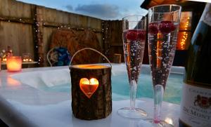 Drinks at Pinewood Park - Tipis, Hot Tubs and Lodges
