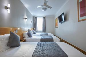 A bed or beds in a room at Luna And Simone Hotel