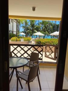 A balcony or terrace at Apartamento Enseada Praia do Forte