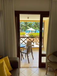 A view of the pool at Apartamento Enseada Praia do Forte or nearby