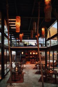 Restaurant ou autre lieu de restauration dans l'établissement Habitas Tulum