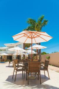 A restaurant or other place to eat at Pontal Praia Hotel