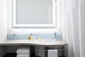 A bathroom at Club Quarters Hotel Midtown - Times Square