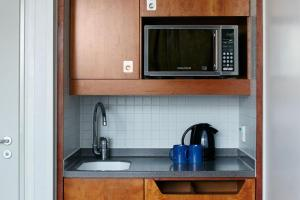A kitchen or kitchenette at Club Quarters Hotel, St Paul's