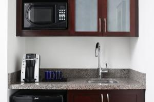 A kitchen or kitchenette at Club Quarters Hotel in Boston