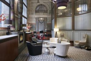 The lounge or bar area at Club Quarters Hotel, Gracechurch