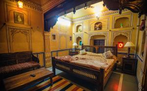 A bed or beds in a room at Hotel Radhika Haveli, Mandawa