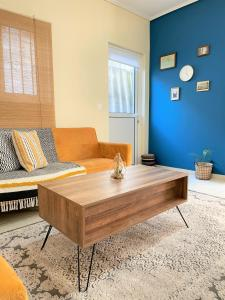 A seating area at Boho Apartment near Athens Airport