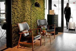 Coin salon dans l'établissement Hotel Hogerhuys - adults only