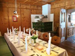 Ein Restaurant oder anderes Speiselokal in der Unterkunft Gasthof Hotel Doktorwirt