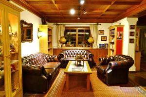 Ein Sitzbereich in der Unterkunft Gasthof Hotel Doktorwirt