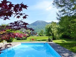 Der Swimmingpool an oder in der Nähe von Gasthof Hotel Doktorwirt