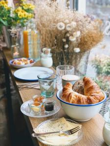 Breakfast options available to guests at Logement Petit Beijers