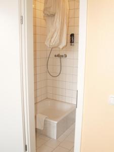 Salle de bains dans l'établissement Happy Go Lucky Hotel + Hostel