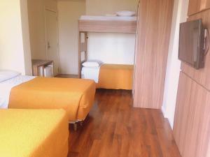 Uma ou mais camas em beliche em um quarto em Umbu Hotel Porto Alegre Centro Histórico