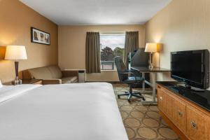 A television and/or entertainment center at Comfort Inn Kenora