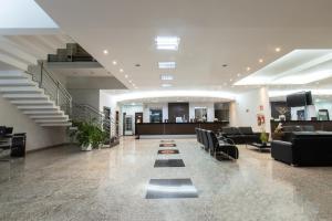 O saguão ou recepção de Pontal Plaza Hotel