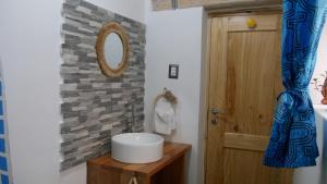 A bathroom at Domos Cordillera Blanca