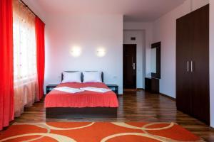 Un pat sau paturi într-o cameră la Pensiunea Zbor