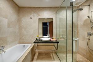 A bathroom at The Boulevard – A St Giles Hotel, Kuala Lumpur
