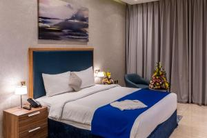 A bed or beds in a room at Suha Creek Hotel Apartment, Waterfront Jaddaf, Dubai
