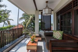 A balcony or terrace at Ramayana Candidasa