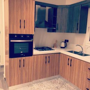 A cozinha ou cozinha compacta de شاليه تورو