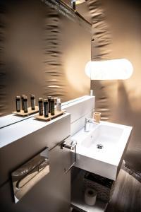 A bathroom at MILUNA, Open Nature Rooms