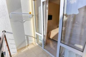 A bathroom at Апартаменты-Студия на Тельмана