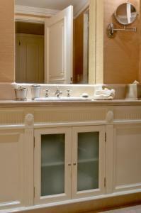 A bathroom at Hotel Sainte Jeanne