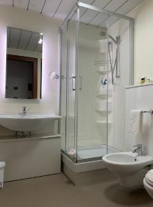 A bathroom at Hotel Gardenia