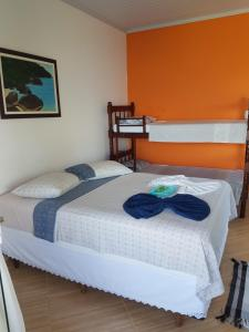 A bed or beds in a room at Suítes Encanto do Pai