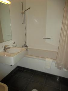 A bathroom at Azores Youth Hostels - Santa Maria