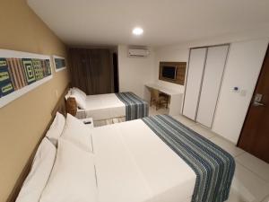 Cama ou camas em um quarto em Slim Pajuçara by Tropicalis