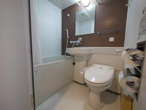 A bathroom at Hotel Route-Inn Kitamatsudo Ekimae