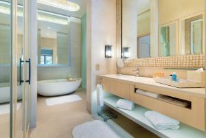 Ein Badezimmer in der Unterkunft Resorts World Sentosa - Beach Villas (SG Clean)