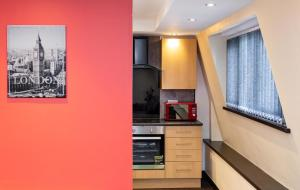 A kitchen or kitchenette at Beaming Paradise Newcastle