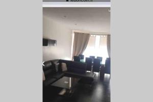 A seating area at Superbe appartement à 2 minutes du stade vélodrome