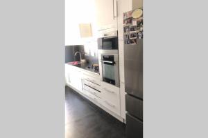A kitchen or kitchenette at Superbe appartement à 2 minutes du stade vélodrome