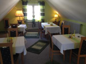 Ein Restaurant oder anderes Speiselokal in der Unterkunft Gästehaus Stelle