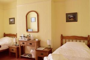 A bed or beds in a room at Bewdley Hill House