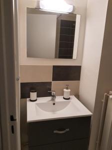 A bathroom at Appartement la plage