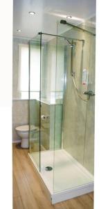 A bathroom at Aberdeen Northern Hotel